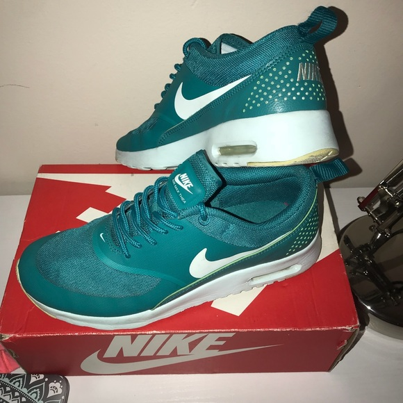 Women's Nike Air Max Thea (Radiant Emerald)